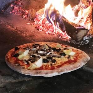 Pizza aus dem Holzofen